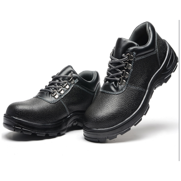 Practical black leather low cut safety shoe for multi field workers
